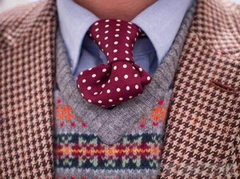 Mix áo len họa tiết lịch lãm và hiện đại cho các chàng