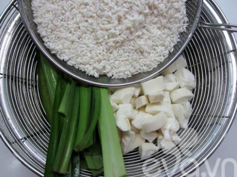 Nấu xôi khoai mì bằng nồi cơm điện