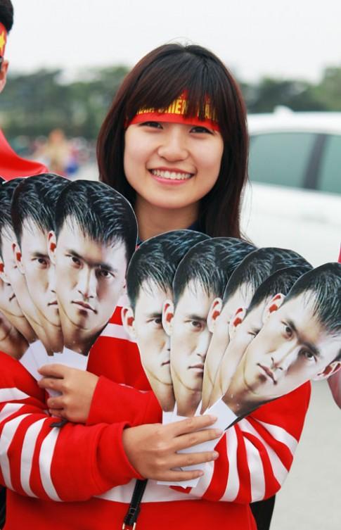 Ngắm những fan nữ xinh đẹp, trung thành của đội tuyển Việt Nam