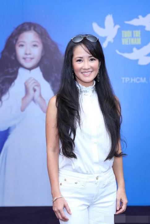 Ngân Khánh, Hồng Nhung trẻ ngỡ ngàng nhờ tóc mới