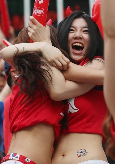 Ngất ngây vẻ đẹp của fan nữ Hàn Quốc tại World Cup
