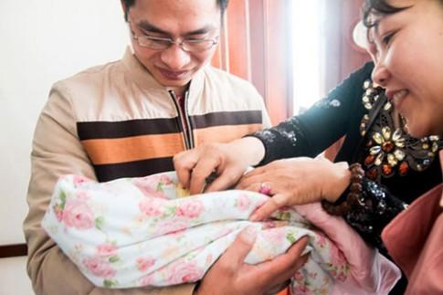 Ngày của cha: ngắm lại khoảnh khắc của cha khi con chào đời