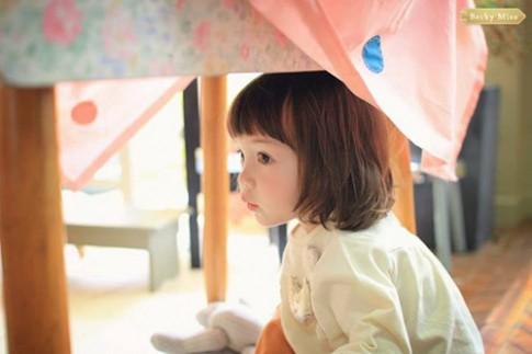 """""""Ngây ngất"""" bé 3 tuổi xinh như tranh vẽ"""