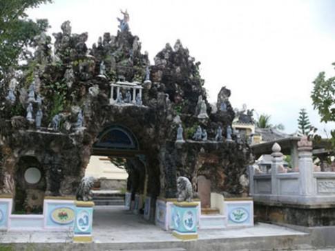 Nhà cõi âm nghìn cây vàng của đại gia Việt