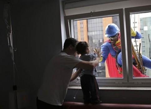 Những bức ảnh về trẻ em tái hiện năm 2013