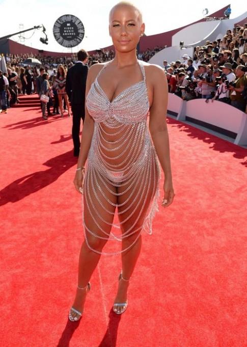 Những chiếc váy thảm họa trên thảm đỏ Hollywood