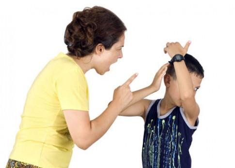 Những kiểu mẹ nuôi con quá bằng hại con