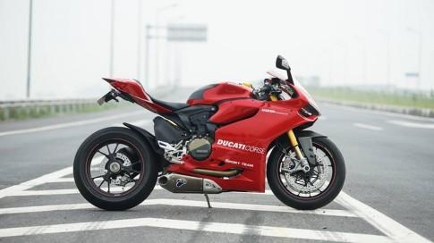 Những thử thách khi cầm lái Ducati 1199 Panigale