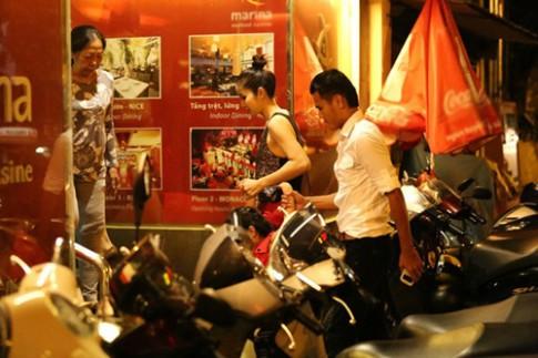 Phan Thanh Bình đưa vợ con đi chơi khuya
