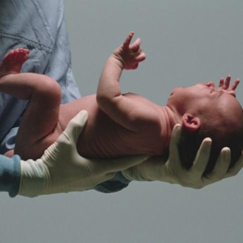 """""""Phanh phui"""" 6 sự thật thú vị về làn da trẻ sơ sinh"""