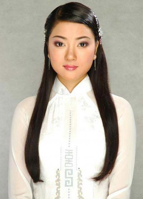 Phong cách trang điểm của các hoa hậu Việt khi mới đăng quang