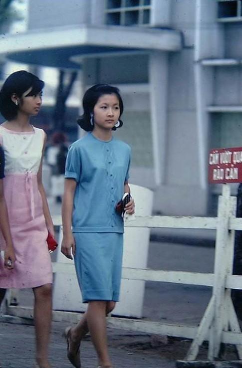 Phụ nữ Sài Gòn còn mặc sành điệu như ngày xưa ấy?
