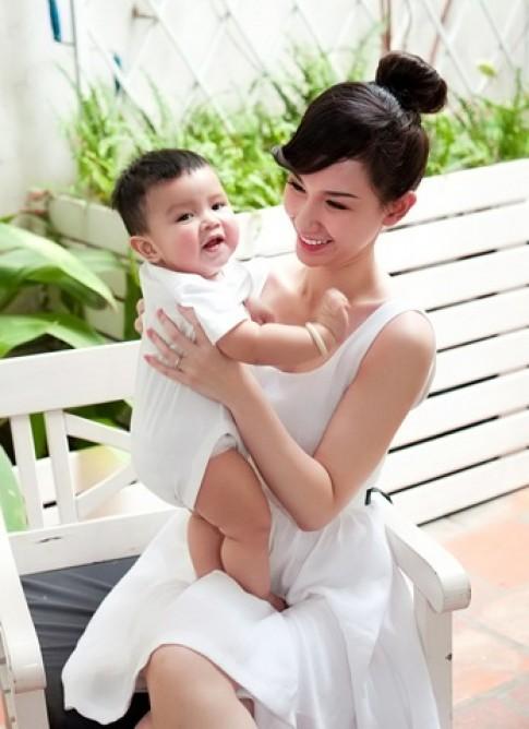 """Quỳnh Chi: """"Đã tiến bộ khi chăm con"""""""