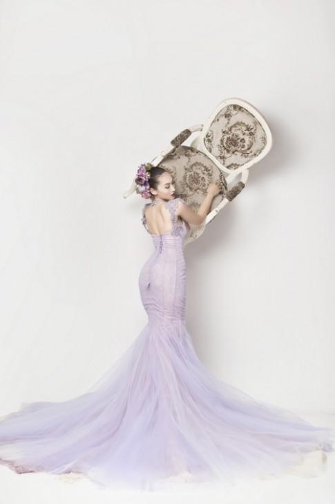 Siêu mẫu Khánh Ngọc diện áo cưới kiêu sa