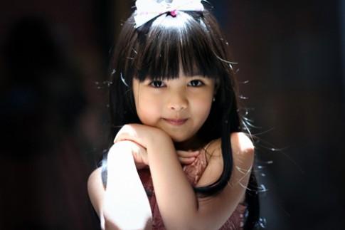 Siêu mẫu nhí: Mai Khanh nét đẹp thánh thiện
