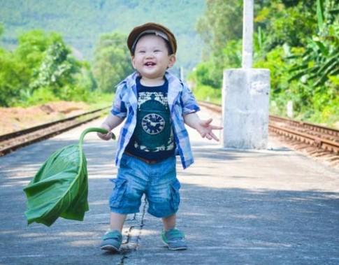 Siêu mẫu nhí: Minh Khánh nụ cười như tỏa nắng