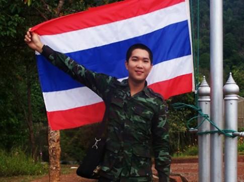 Sốc: anh lính Thái chuyển giới thành hot girl