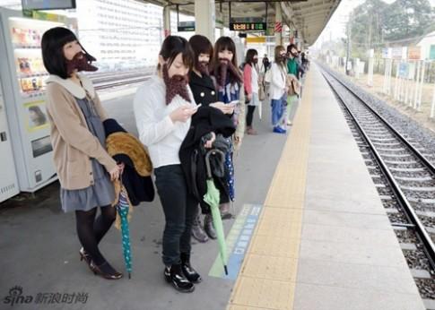 Sốc Nhật Bản: Phụ nữ cũng... râu ria