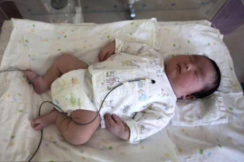 """""""Sốc"""" với bé sinh non nặng 5.9kg"""