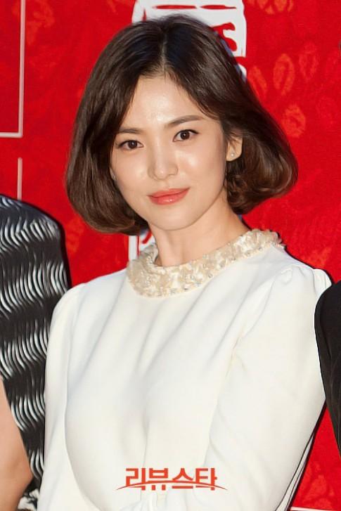 Song Hye Kyo xinh lung linh với tóc ngắn