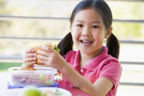 """""""Sửa"""" chế độ ăn giúp bé 3 tuổi hết còi"""