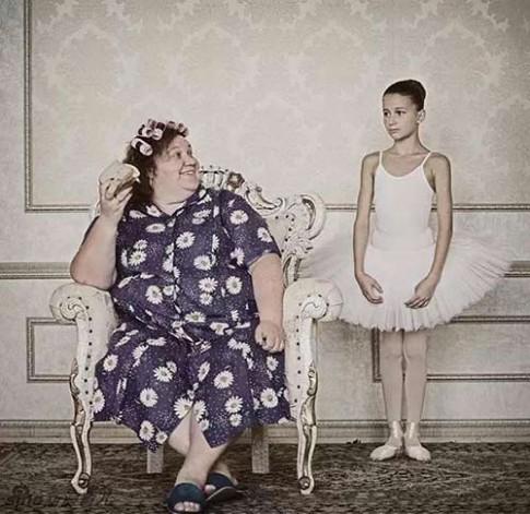 """Sửng sốt bộ ảnh """"Mặt trái tình yêu của các bà mẹ"""""""