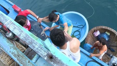 Tập 13 Bố ơi: Hoàng Bách rách quần vì đi đánh cá biển