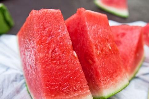 Thực phẩm nên cho con ăn mùa hè