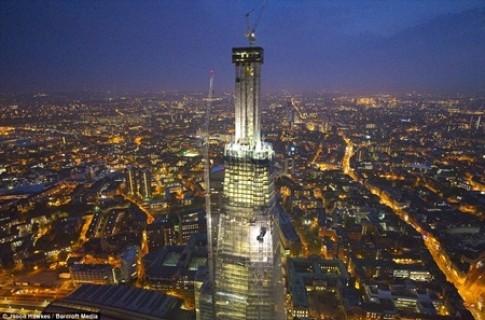Tòa tháp cao nhất châu Âu qua ảnh