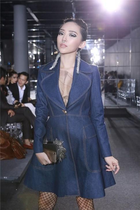 Tóc Tiên gây ấn tượng mạnh với váy denim