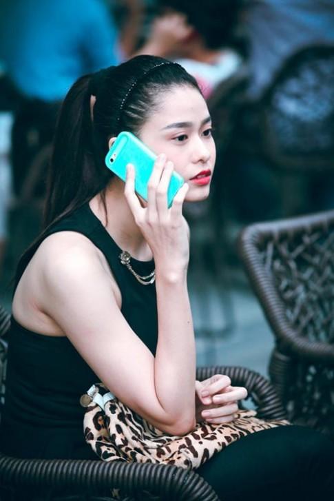 """Trương Quỳnh Anh xuất hiện """"gầy nhom"""" trên phố"""