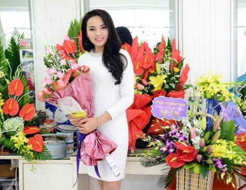Tuần qua: Hoa hậu Kỳ Duyên xinh đẹp, rạng rỡ trở về nhà