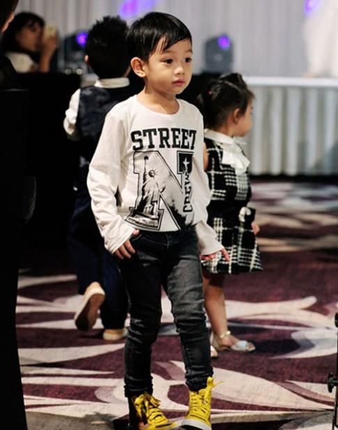 Tuyển tập quần jeans chất lừ của con trai Hồ Ngọc Hà
