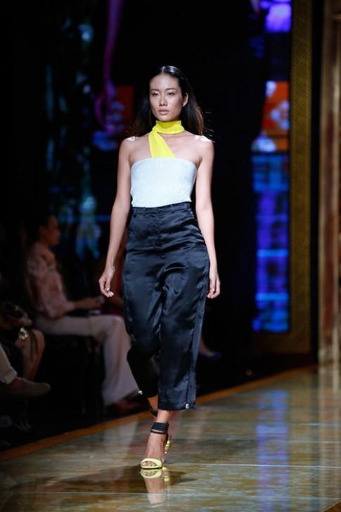 Vẽ ước mơ ghi tên Việt trên bản đồ thời trang quốc tế