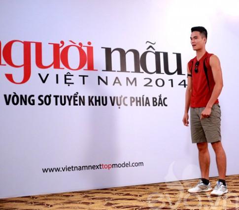 VNTM 2014: Thí sinh nam bất ngờ cầu hôn giám khảo