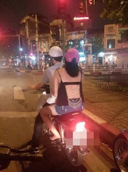 Xấu - đẹp mốt khoe áo ngực của thiếu nữ Việt
