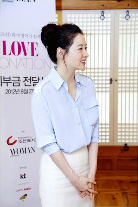Xem cách mặc sơ mi hè thanh lịch của sao Hàn