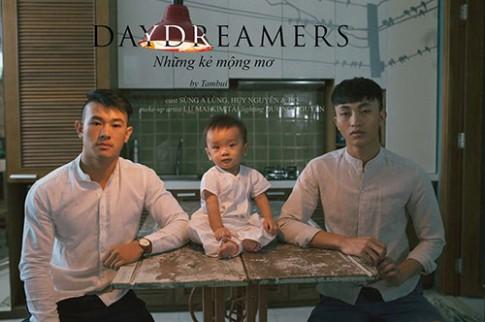 Xúc động bộ ảnh hai ông bố Việt đồng tính chăm con