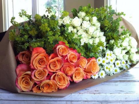 Ý tưởng cắm hoa để bàn đẹp lung linh