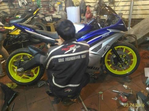 Yamaha R15 độ dàn áo R6 đang hình thành