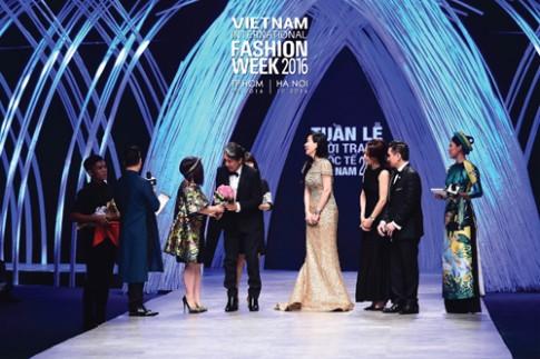 2016: Tuần lễ thời trang quốc tế Việt Nam có hai mùa