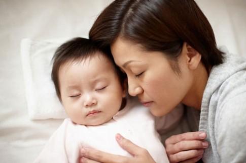 6 lí do tôi không tách con ngủ riêng khỏi bố mẹ