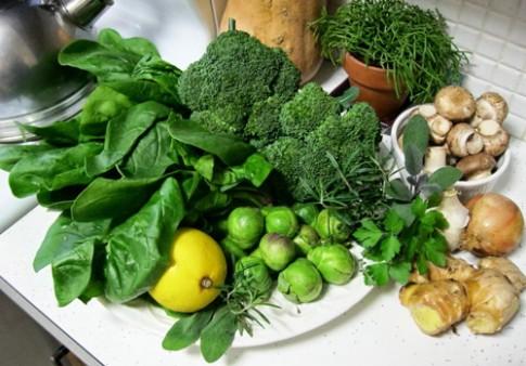 """6 sai lầm dinh dưỡng khiến bé """"không thể cao được"""""""