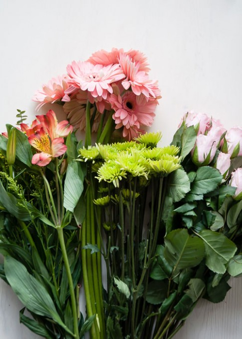 9 mẹo cắm bình hoa tươi lâu đẹp nhà, hút khí độc