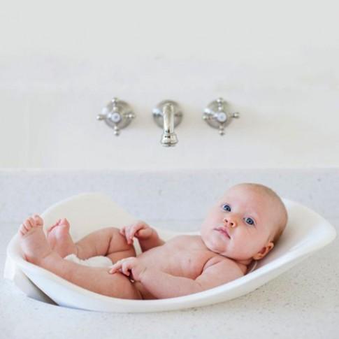 9 phụ kiện phòng tắm cho bé mẹ nên mua