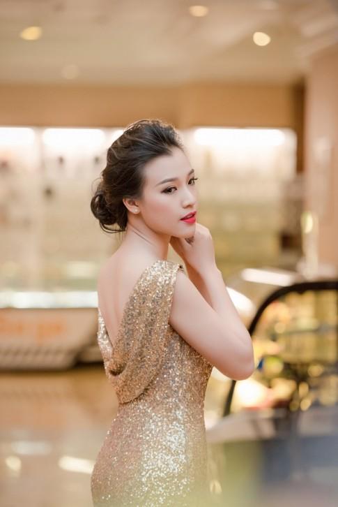 Á hậu Hoàng Oanh tiết lộ điểm không hài lòng trên khuôn mặt