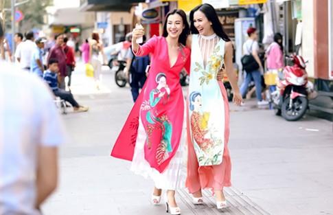 Ái Phương, Hoàng Oanh dạo phố với thời trang vẽ tay