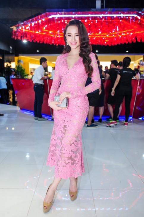 Angela Phương Trinh nâng tầm nhan sắc với sóng tóc gợi cảm