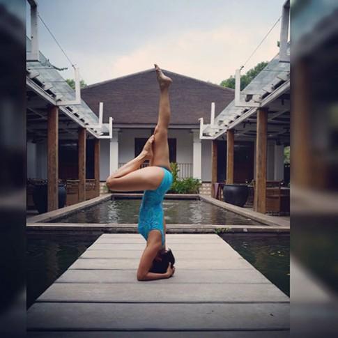 Bà mẹ 2 con Sài Thành dáng siêu đẹp nhờ tập yoga