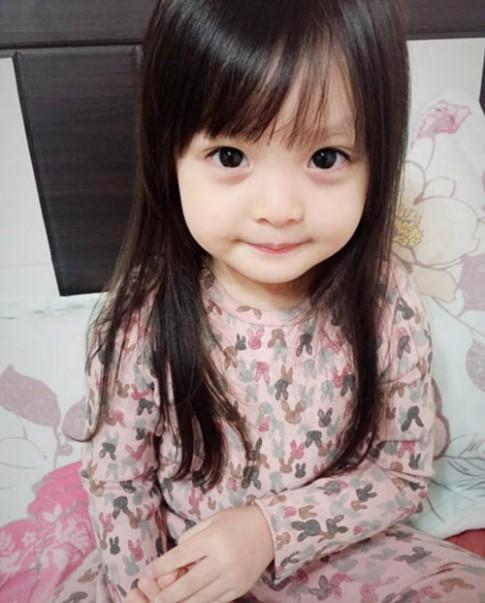 Bé 4 tuổi trở thành thần tượng mới ở Hàn Quốc vì quá xinh